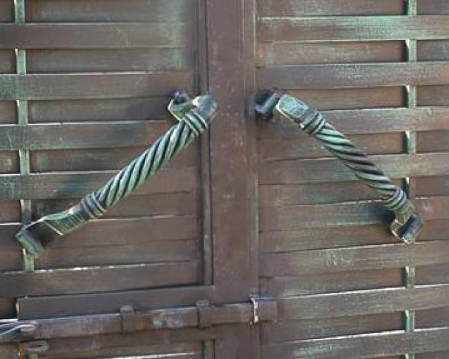 Кованая ручка для двери