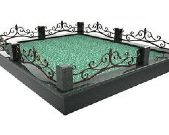 Кованая оградка в мраморе