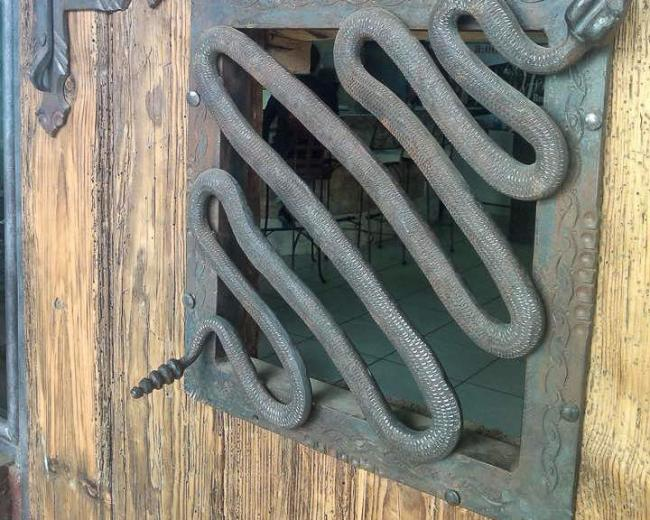 Кованая решетка на стену