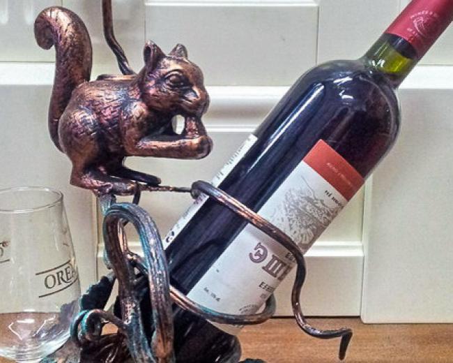 "Кованый сувенир ""подставка под вино"""
