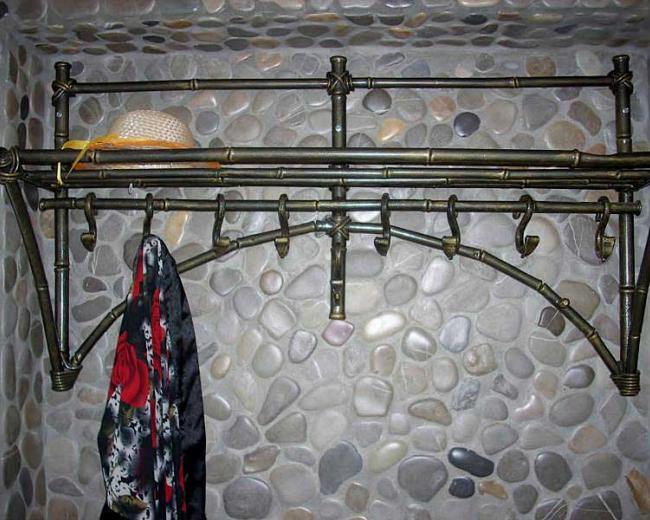 Кованая настенная вешалка