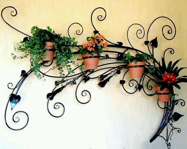 Кованые настенные цветочницы