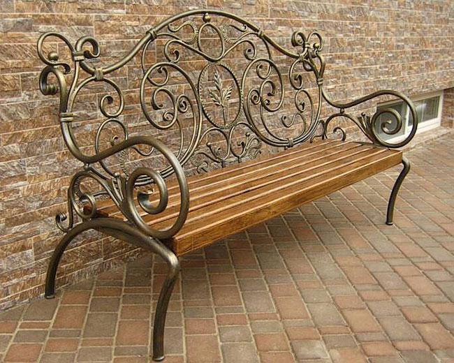 Кованые скамейки и урны