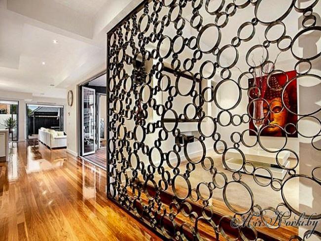 Кованая стенка для дома
