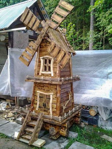 Деревянная мельница украшение в сад